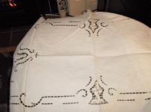 "ANTIQUE EMBROIDERED CUT DESIGNS CREAM TABLE RUNNER + LACE CROCHET EDGE 34"" X 19"""